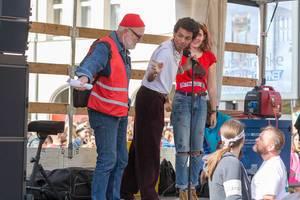 """Redner auf der Bühne beim globalen Klimastreik """"Alle fürs Klima"""" in Köln"""