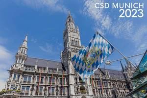 Regenbogenfahnen am Rand der Christopher-Street-Day Parade und dem Bildtitel CSD Munich 2023