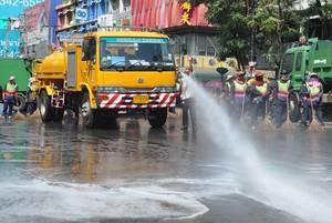 Reinigung einer Straße - Thailand