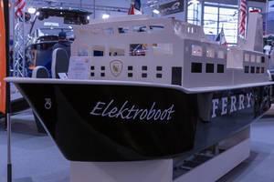 Replika von großer Fähre als Elektroboot für 4 Passagiere ohne Bootslizenz