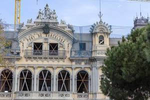 "Restaurierung des geschichtsträchtigen, alten Zollamts ""Port de Barcelona"" am Hafen in Port Vell, Spanien"
