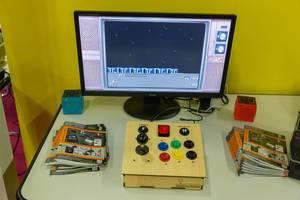 Retro Konsole mit Holzgehäuse und eingebautem Controller Time Machine 3