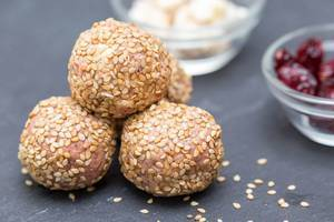 Rice-Nuts-Balls with Cranberries
