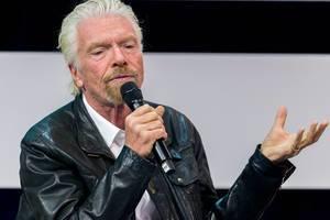 Richard Branson als Unternehmer und Investor auf der Bühne der Digital X