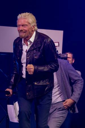 Richard Branson voller Energie auf der Digital X in Köln