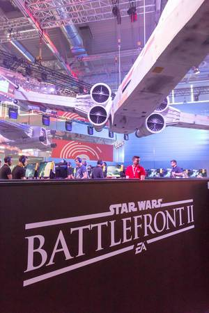 Riesiger X-Wing Fighter am Star Wars Battlefront II Messestand - Gamescom 2017, Köln