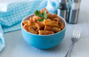 Rigatoni-Nudeln mit Tomatensauce 1