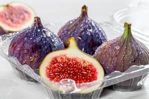 Ripe fresh figs close up (Flip 2019)