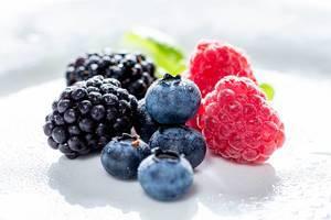 Ripe raspberries, blueberries and mulberries (Flip 2019)