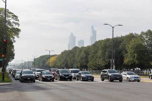 Road traffic in Chicago: cars in six lanes waiting for the green light at an intersection