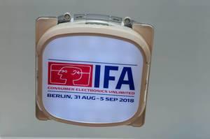 Roboter zum Fensterputzen mit Logo von IFA 2018