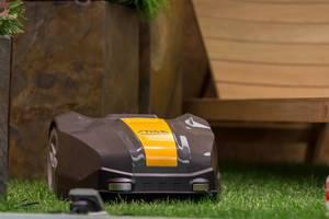 Robotic lawn mower STIGA Autoclip M5