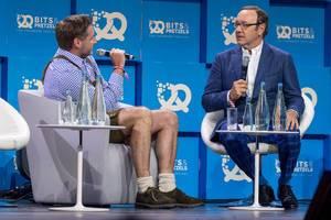 Rolf Schrömgens (Gründer von Trivago) im Interview mit Kevin Spacey
