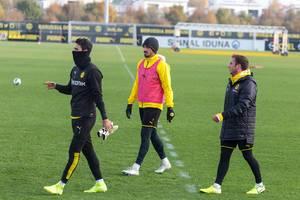 Roman Bürki, Mats Hummels und Mario Götze auf dem Weg zum Trainingstart