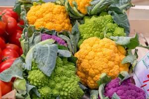 Romanesco und organger und violetter Blumenkohl