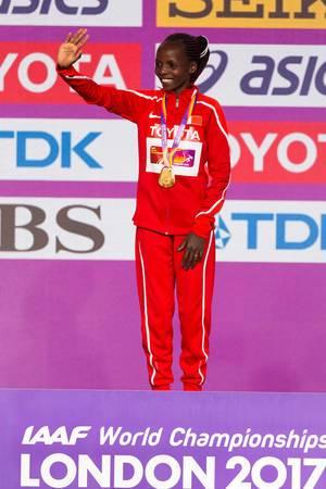 Rose Chelimo Goldmedaille (Marathon Finale Frauen) bei den IAAF Leichtathletik-Weltmeisterschaften 2017 in London