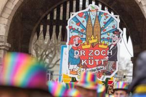 """Rosenmontagsumzug in Köln: Schild mit Schrift """"D"""