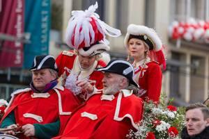Rote Funken in einer Pferdekutsche - Kölner Karneval 2018