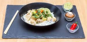 Rotes Putencurry mit selbstgemachter Currypaste und Basmatireis und Zucchini