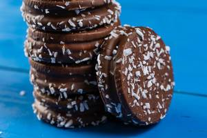 Round Chocolate Sandwich Biscuits (Flip 2019)
