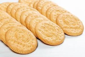 Round cookie on white wooden background (Flip 2019)