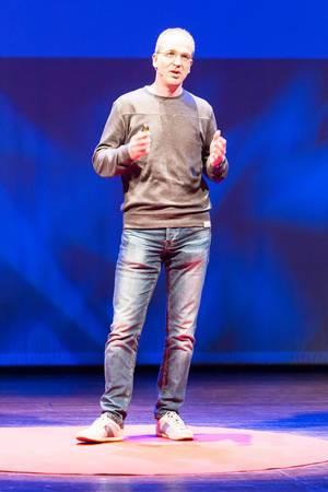 Roy Lenders auf der Bühne - TEDxVenlo 2017