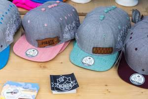 Rubde Caps mit abnehmbaren Badges