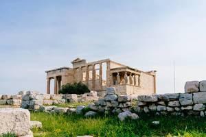 Ruinen des Tempels von Erechtheion auf dem Akropolis-Felsens