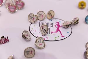 Runner Girl Ohrringe in Form von Herzen