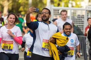 Runner taking a selfie - Frankfurt Marathon 2017
