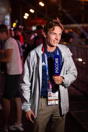 Russischer Fernsehreporter berichtet über die Fußball-Weltmeisterschaft