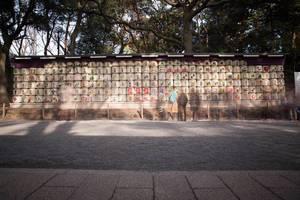 Sake-Fässer die dem Meiji-Schrein gespendet wurden, Tokyo