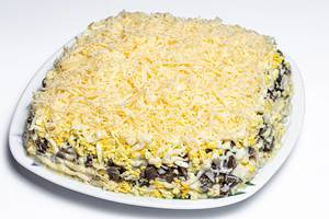 Salad with chicken, vegetables, cheese and mushrooms (Flip 2020)