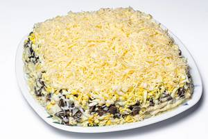 Salad with chicken, vegetables, cheese and mushrooms