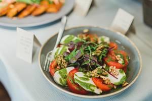 Salad With Mocarella And Tomatoes (Flip 2019)