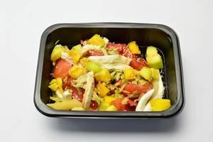 Salat mit Mozzarella, Avocado und Mango