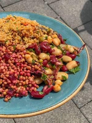 Salat mit Quinoa, Rote Beete, Linsen und Bohnen