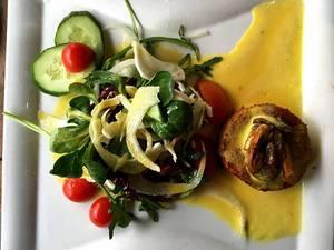 Salat mit Ziegenkäse, Safran und Feigen