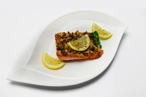 Salmon baked with walnuts