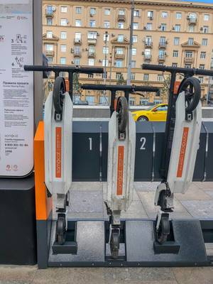 Samocat scooter sharing in Moscow