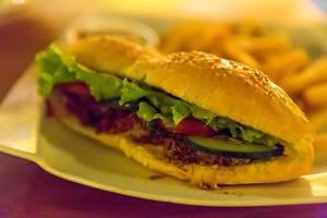 Sandwich mit Pommes