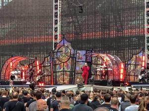 Sänger Tobias Forge der Metalband Ghost, spielen im Vorprogramm von Metallica