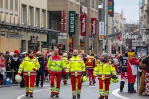 Sanitäter-Trupp beim Rosenmontagszug - Kölner Karneval 2018