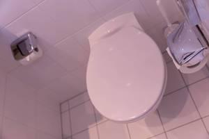 Saubere Toilette in einem Restaurant
