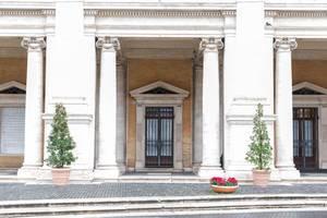 Säulen weisen auf einen Eingang zu den Kapitolinische Museen in Rom