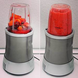 Say hello to my new Smoothie Machine! 😂🍎🍇🍓🍌 #healthy #smoothie #breakfast #happy #fruitsalad #fruitsmoothie