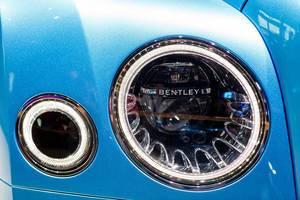 Scheinwerfer von dem Bentley-Modell Flying Spur