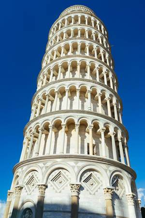 Schiefer Turm von Pisa / Leaning Tower of Pisa up close