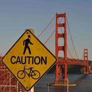 Schild vor Golden Gate Brücke / Sign in front of Golden Gate Bridge