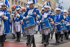 Schlagzeugspieler und Flötenspieler der Kölner Funken Artillerie - Kölner Karneval 2018